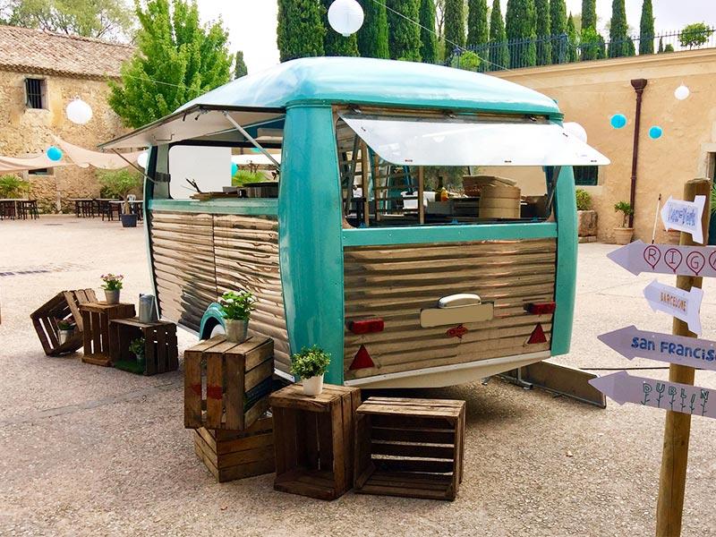 Caravane Modele Acc Annees 44 Food Truck Mariage Anniversaire Entreprises Montpellier