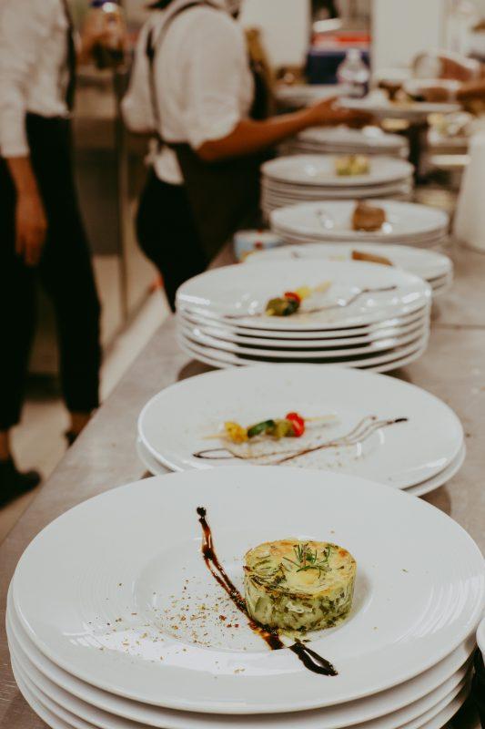 repas mariage service à table traiteur produits locaux homemade food caterer Sarson Provence