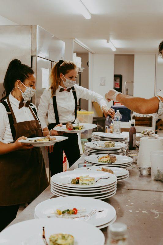 traiteur mariage repas à table service produits frais Domaine de Sarson Mariage Sud de france