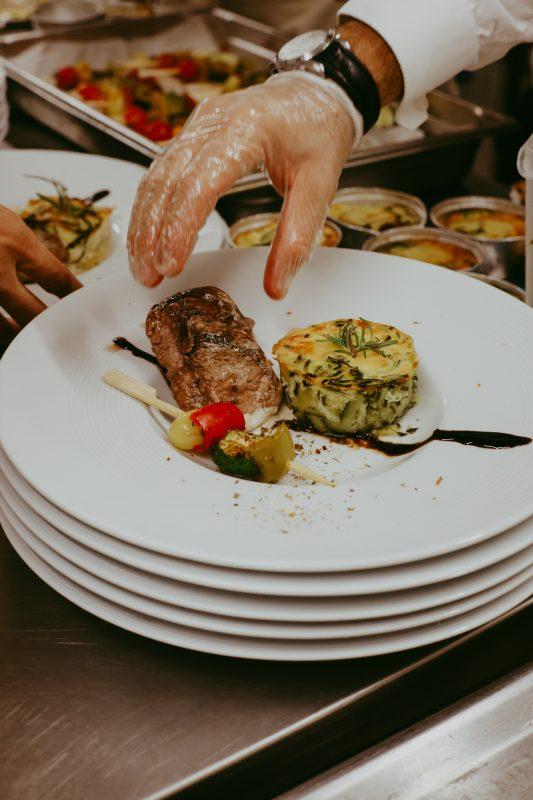 mariage repas à table traiteur catering mariage Domaine de Sarson Provence Sud de France