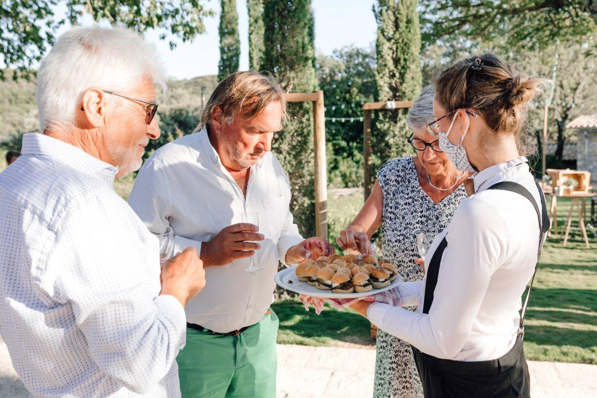 Cocktail service vin d'honneur traiteur mariage réception Grand Belly Mini burger south of france